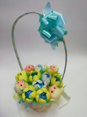 Корзинка игрушки и конфеты